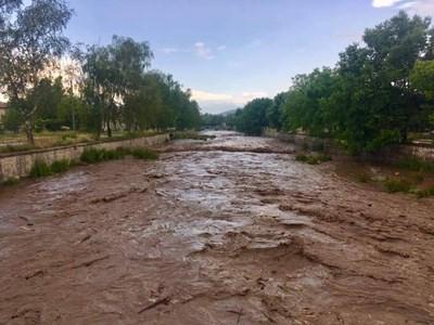 Буйните води на река Стрелченска Луда Яна