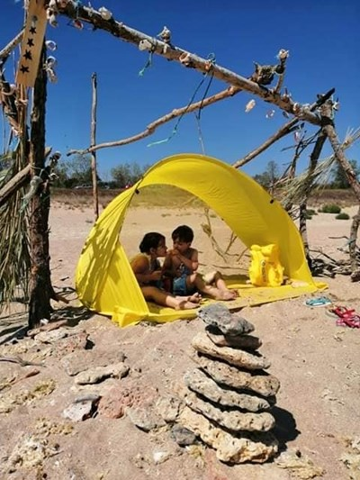 Хубавата плажна снимка може да предизвика тъга и срам у деца, които не са били на море. СНИМКА: Павлина Трифонова