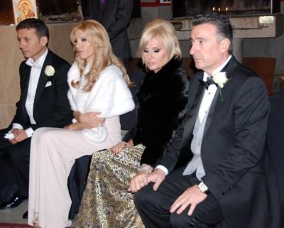 Миню Стайков, съпругата му Рени, Мариела и Ветко Арабаджиеви (от ляво на дясно) на сватбата на Александра Арабаджиева и Стайко Стайков.   СНИМКА: ЕЛЕНА ФОТЕВА
