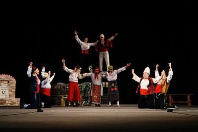 Актьори от 12 града се представят на сцената във Велико Търново