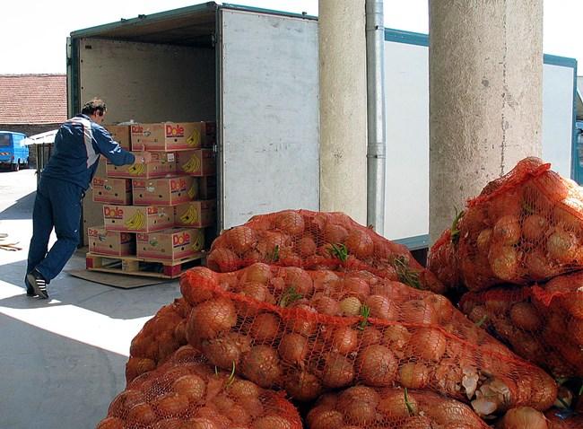 От близо три месеца НАП започна масирани проверки на борсите за плодове и зеленчуци, при които разкри схеми за злоупотреби от търговци.