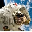 Астронавти излязоха в открития космос за поправка на уред на МКС
