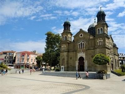 Решено: Най-големият храм в Бургас ще излъчва онлайн на Великден