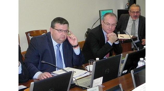 Цацаров: Редно ли е хора от ВСС да дават изявления в медии на подсъдими? (обзор)