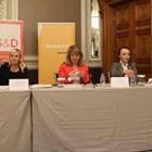 Светослав Терзиев, Елена Йончева, Стояна Георгиева, Галя Прокопиева, Къдринка Къдринова и Силвия Великова (от ляво на дясно) са участниците в състоялата се дискусия за свободата на медиите.  СНИМКА: НИКОЛАЙ ЛИТОВ