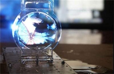 """""""Сапуненият"""" екран е най-тънкият в света, твърдят създателите му. СНИМКА: АРХИВ"""