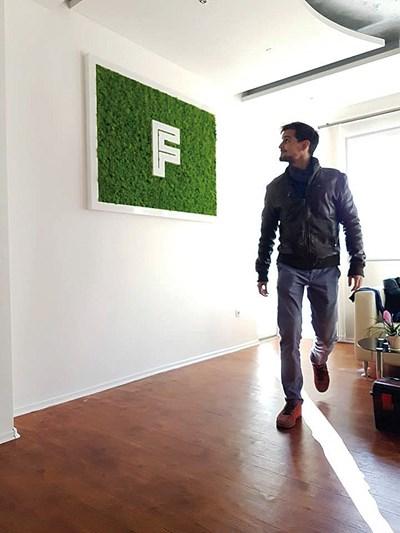 Иван Боров е на 29 години от София. Той завършва сценография на събитията в италианския университет Instituto Europeo di Design. В момента работи в България и е основател на собствено студио - 3DEA Design.