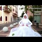 Булка в Бейрут беше заснета да позира за сватбена фотосесия по време на масивната експлозия