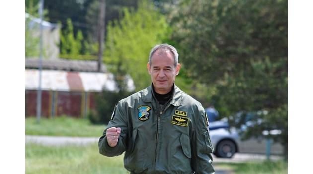 """И командирът на """"Граф Игнатиево"""" с COVID, докаран е с линейка във ВМА със сериозни симптоми. Вероятно се е заразил на коктейла на ВВС"""