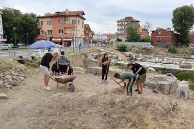Студенти от ПУ провеждат археологическа практика на Източната порта на Филипопол.