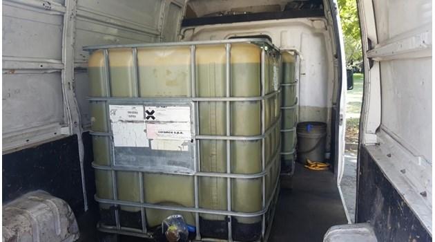 Нелегално гориво задържаха в микробус инспектори от Митница Русе