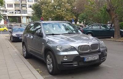 Джипът, в който са били задържани тримата, е на паркинга на полицията в Бургас. СНИМКА: Елена Фотева