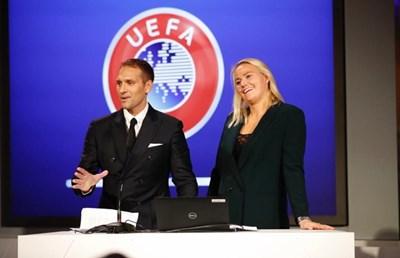 Отличниците на втория курс за магистри на УЕФА Стилиян Петров и Бианка Рех четат лекция пред новите студенти в програмата.