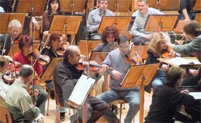 """Софийската филхармония под диригентството на Никола Джулиани ще изпълни днес от 19 ч Симфония №І6 """"Литургична"""" от Александър Райчев, отбелязвайки 90 години от рождението на известния композитор. СНИМКА: 24 часа"""