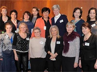 Деница Златева (четвъртата от лявона дясно на горния ред) стана зам.председател на женския социнтерн. Снимка Архив