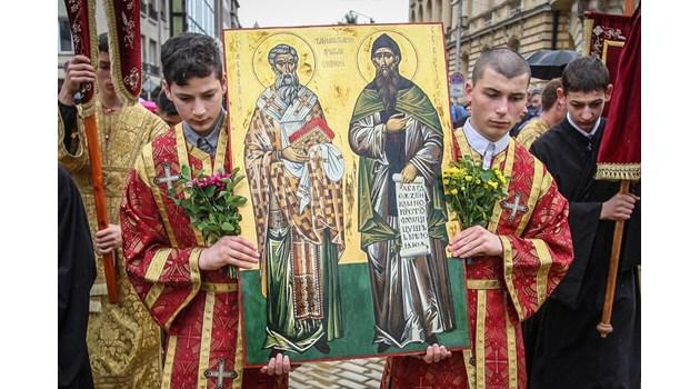 Македонската афера с Кирил и Методий. Кирилицата била измислена по течението на р. Брегалница, а не в Преслав, както твърди нашата наука