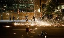 Камион се вряза в демонстранти на магистрала в САЩ