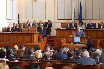 """Досега БСП внесе четири вота на недоверие към кабинета """"Борисов 3"""", но не успя да го свали."""