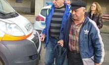 Газов пистолет си купува пенсионерът от Казанлък, бит и ограбен от цигани (Обзор)