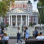 Летните температури и почивният съботен ден напълниха с хора парковете и улиците на София.