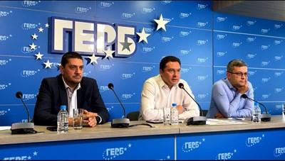 Христо Гаджев, Даниел Митов и Тома Биков на брифинг на ГЕРБ