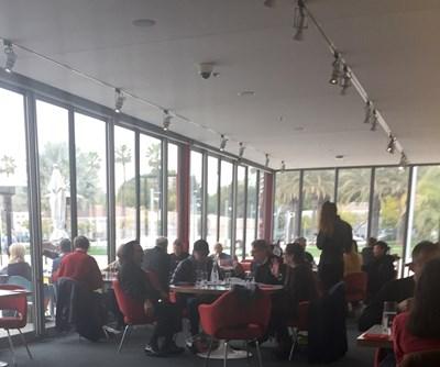 Леонардо ди Каприо в  ресторанта на Музея на изкуствата в Лос Анджелис