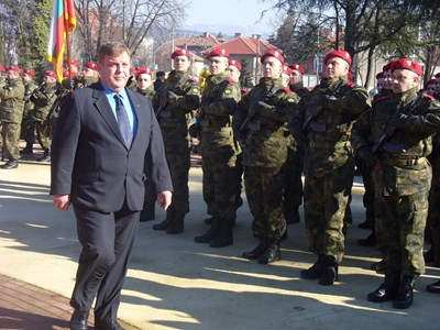 """Министърът на отбраната Красимир Каракачанов предлага армията да може да ползва не само класираните на първо място кандидати за войници. СНИМКА: """"24 ЧАСА"""""""