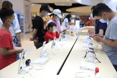 Китайският пазар на мобилни телефони отчете 12,3% ръст на доставките за периода януари-август
