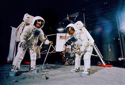 Нийл Армстронг и Бъз Олдрин (вляво) тренират за мисията на Луната. СНИМКА: РОЙТЕРС
