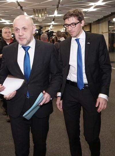 Томислав Дончев с Румен Чолаков на форум на млади политици от чужбина.