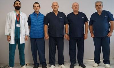 Екипът на Клиниката по съдова хирургия в УМБАЛ Бургас, на когото се доверила пациентката от Германия.