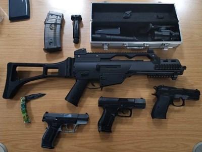 Арсеналът от оръжия на шестнайсетгодишния младеж в Германия Снимка: Bundespolizei
