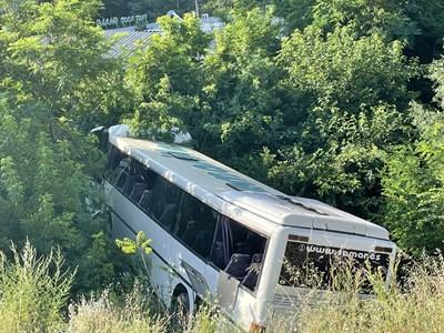 Автобусът, паднал в канавка в Стара Загора СНИМКА: Ваньо Стоилов