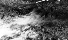 Докато спасяваме евреите, ни удрят със съветски бомби