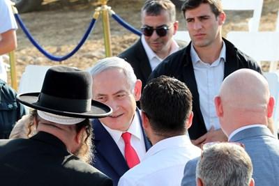 """Нетаняху отиде лично да открие табелата с името на новото селище """"Тръмп хайтс"""". Снимки Ройтерс"""