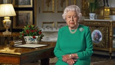 Кралица Елизабет II говори пред нацията. СНИМКИ: РОЙТЕРС