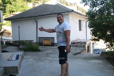 40-годишният Стамен Танев работи и живее от 6 г. в Англия и се гордее с новата си титла.