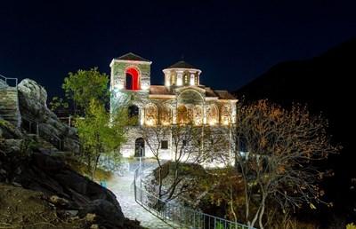Асеновградската крепост е емблема на града, около който се отглежда най-доброто грозде за мавруд.