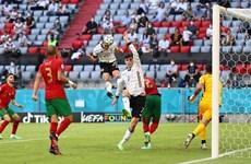 Робин Госенс вкарва с глава 4-ия гол за Германия.