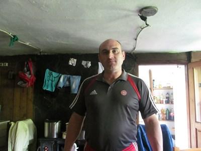 Тук Неделчо е в родната си къща в Сапарева баня, която е продал преди 2 г.