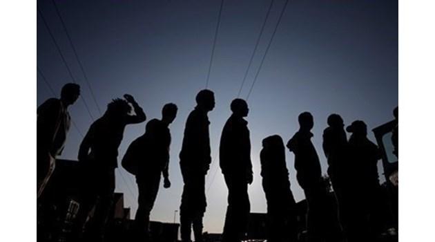Мигранти тръгват към Европа въпреки опитите на мароканските власти да ги спрат