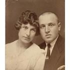Сватбената снимка на Асен Суйчмезов и Зора в началото на 20-те години на XX век