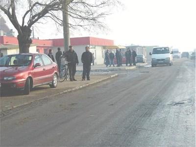 Жители на с. Ковачево днес сутринта се бяха събрали на групи и обсъждаха убийството на съселянина си Спас.