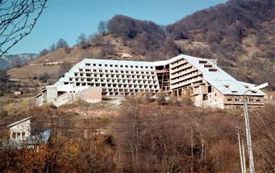 В подземията на тази постройка край Шипково, Ловешко, е трябвало да има команден пункт на армията, а отгоре за маскировка - курортен комплекс.