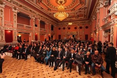 Стотици се събраха във Военния клуб в София за церемонията по връчването на наградите на най-добрите университети. Снимки: Румяна Тонева, Николай Литов, Пиер Петров