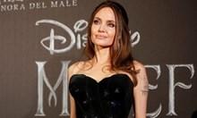 Евакуираха Анджелина Джоли заради бомба