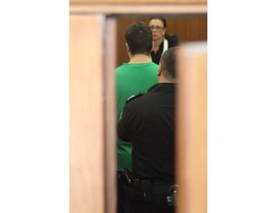 Кевин Бахли при една от първите си появи  съда
