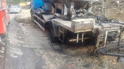 Изгорялата цистерна на пътя Девин - Широка лъка. Снимка: Валентин Хаджиев