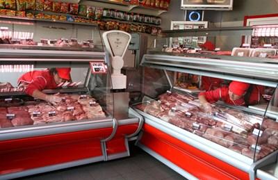 Със среден доход могат да се купят 699 кг свинско месо.