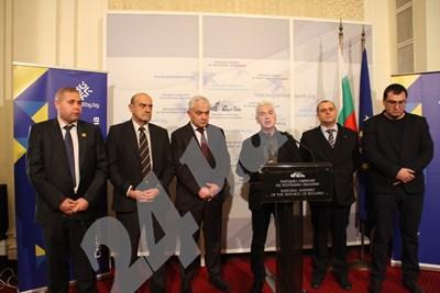 Волен Сидеров благодари на ГЕРБ за Истанбулската конвенция. СНИМКА: Румяна Тонева СНИМКА: 24 часа